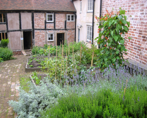 The garden of the Weaver's House in the summer